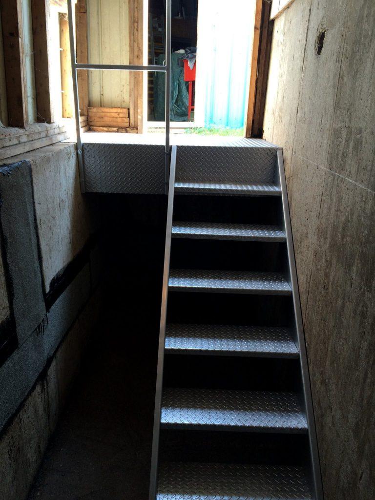 Fabrication de plateforme et escalier spécial en acier et in…